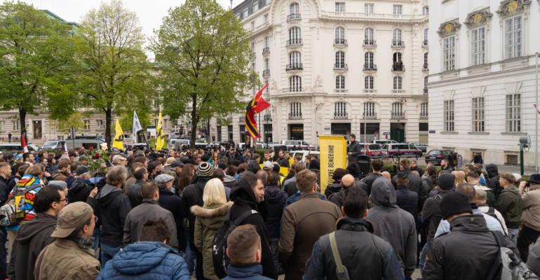 300 Identitäre hielten der Repression stand