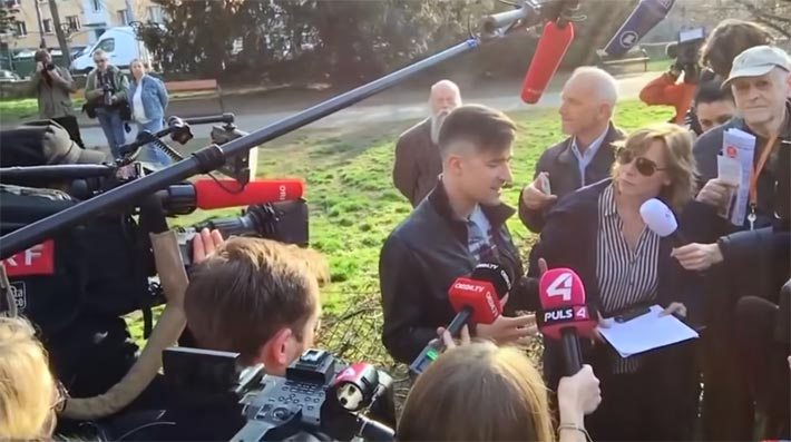 Die improvisierte Pressekonferenz Martin Sellners im Türkenschanzpark