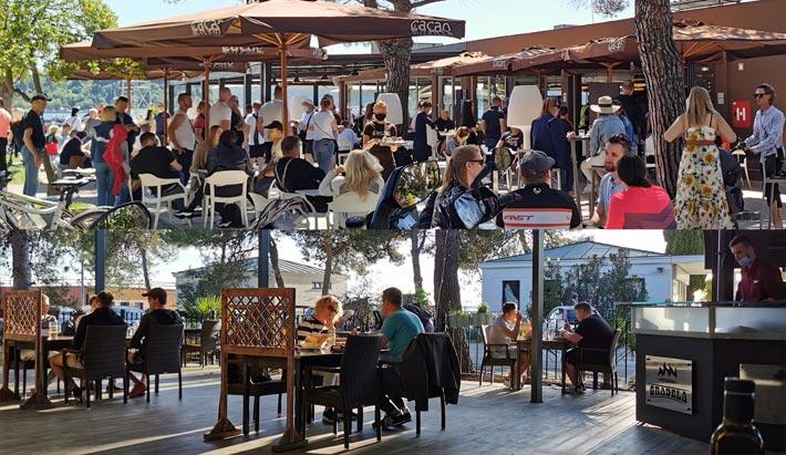 Die Straßencafés sind geöffnet und man kann spontan essen gehen